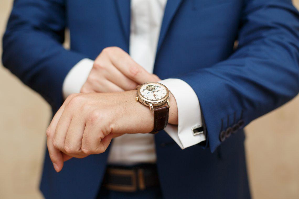 Homme et montre en or